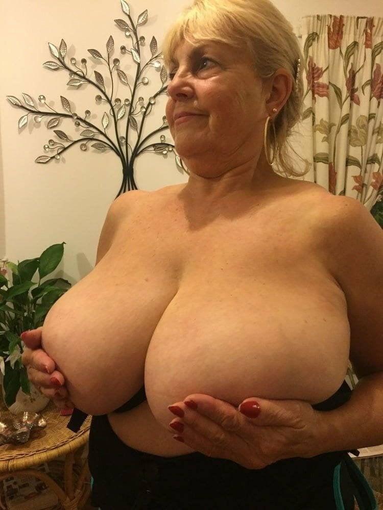 Huge Tits Reddit photo 10