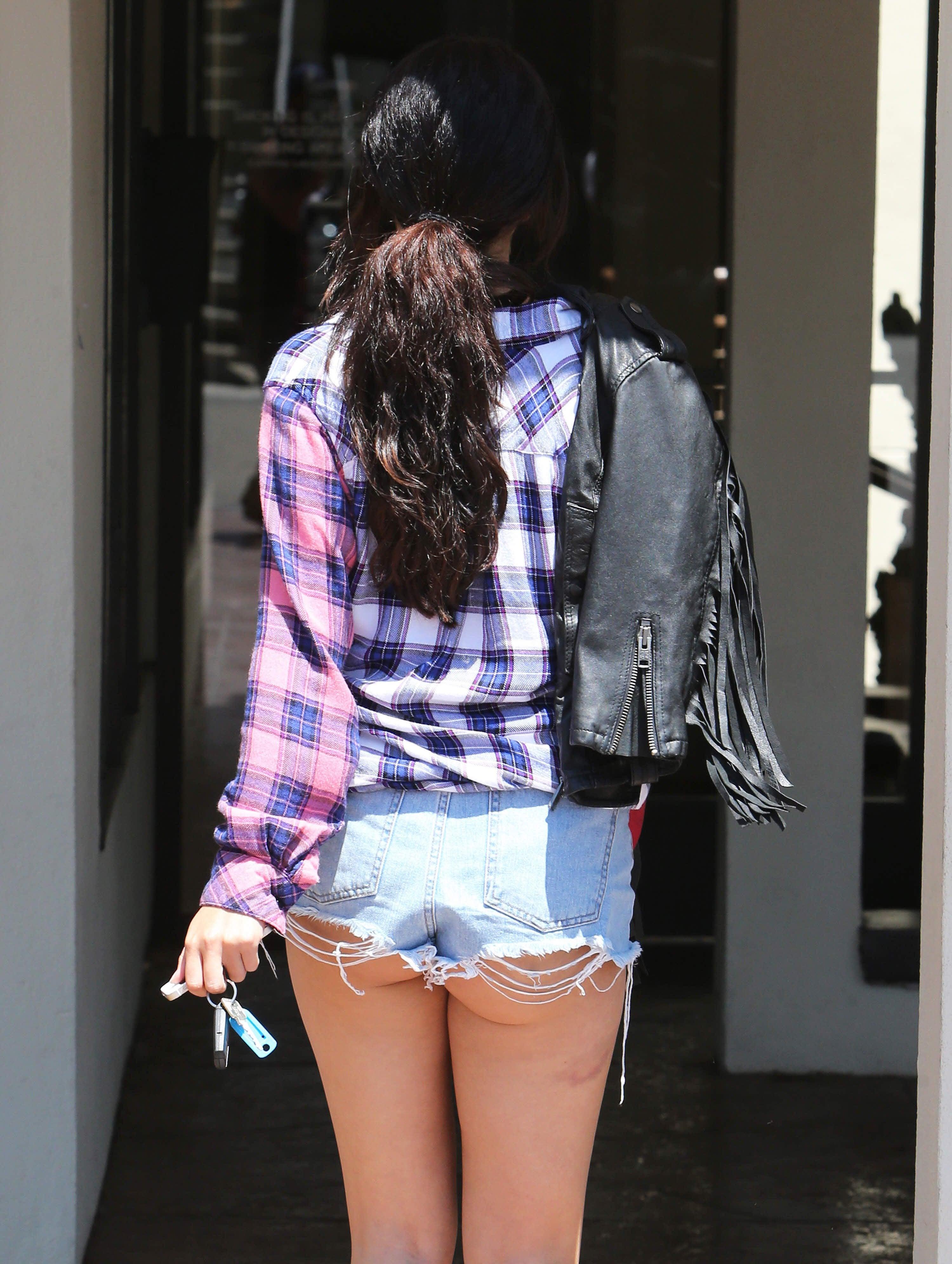 Selena Gomez Butt Picture photo 26
