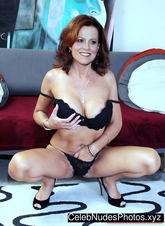 Sigourney Nude photo 2