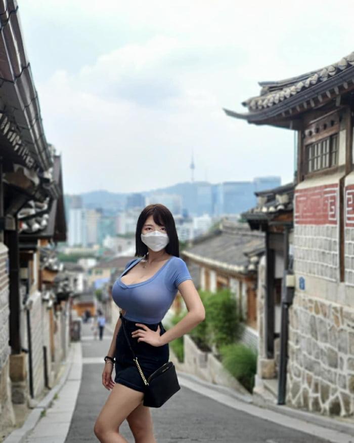 Busty Chinese Woman photo 24