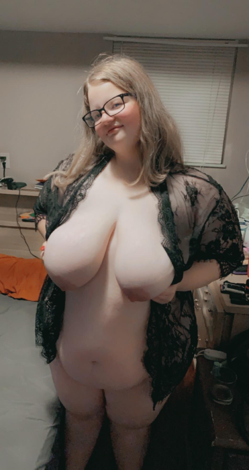 Huge Tits Reddit photo 20