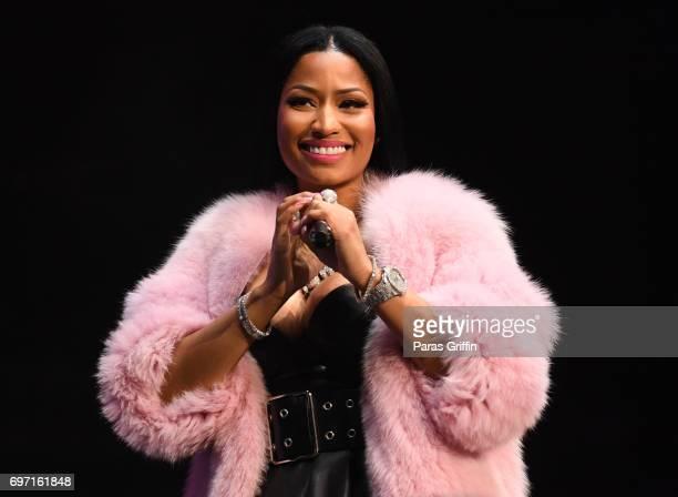 Nicki Minaj Hot Pic photo 6