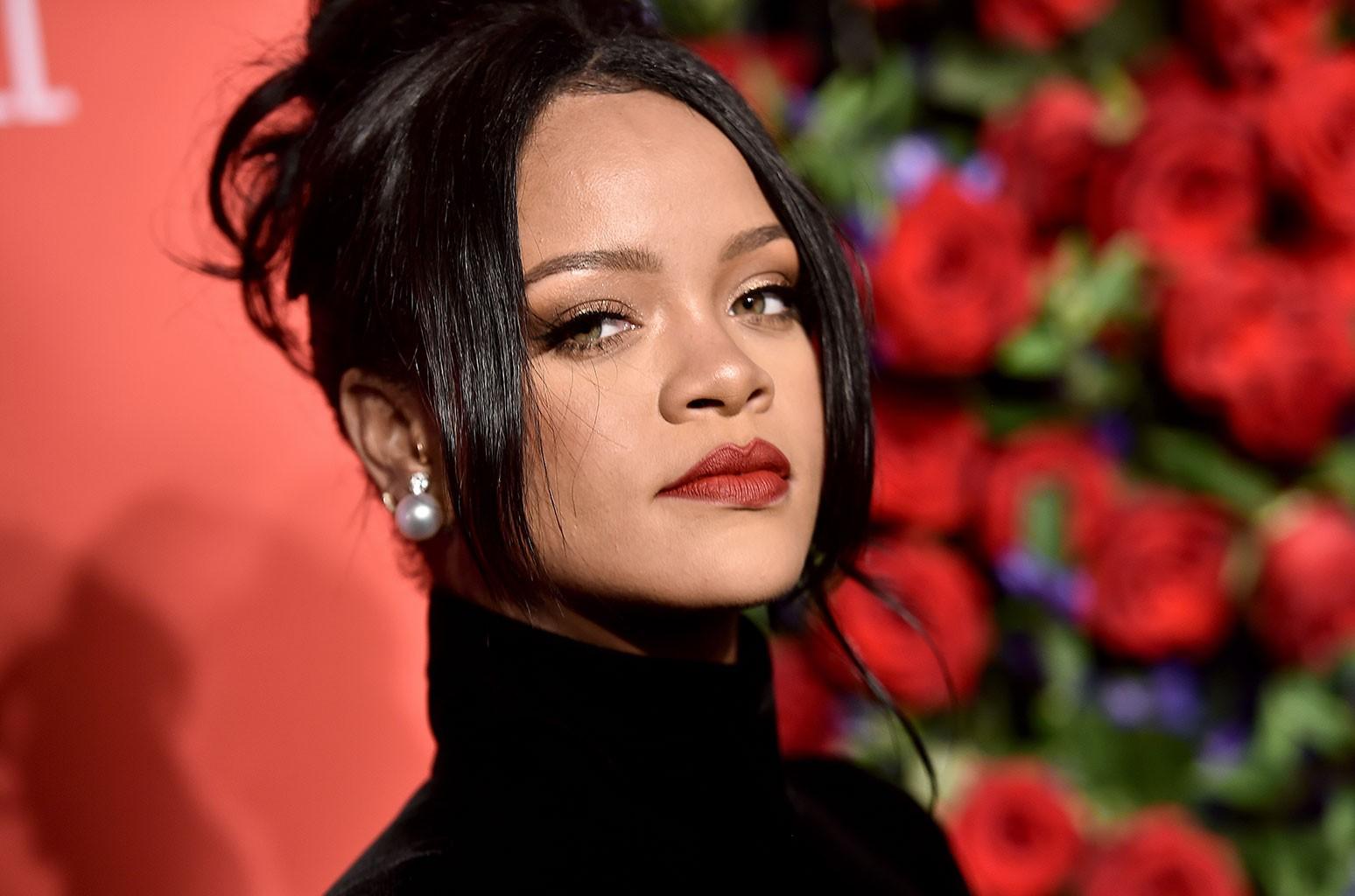 Rihanna Gets Cheeky In Brazil photo 2