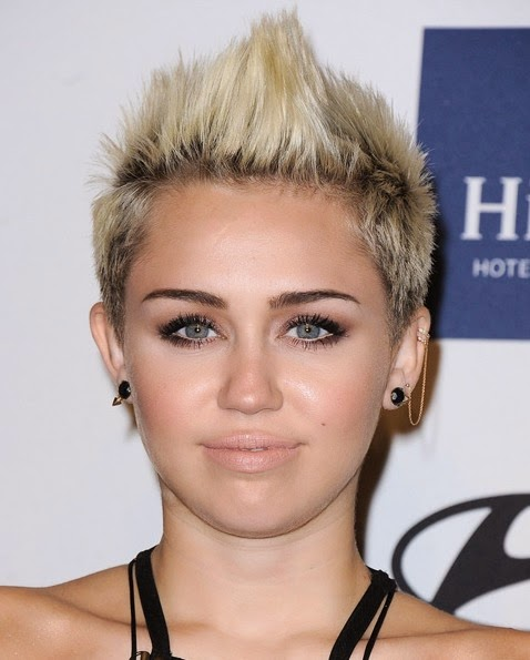 Miley Cyrus Upskirt Pussy photo 3