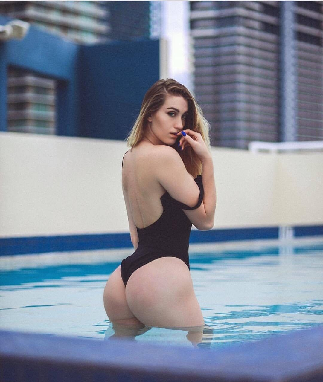 Amber Hayes Ass photo 6