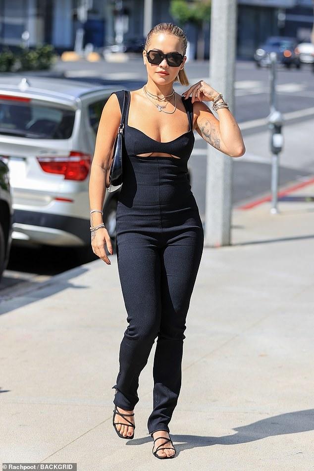 Rita Ora Flashes photo 22