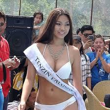 Busty Chinese Woman photo 19