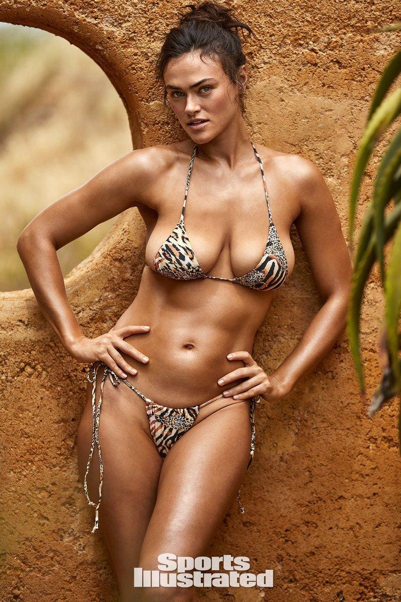 Myla Dalbesio Breasts photo 17