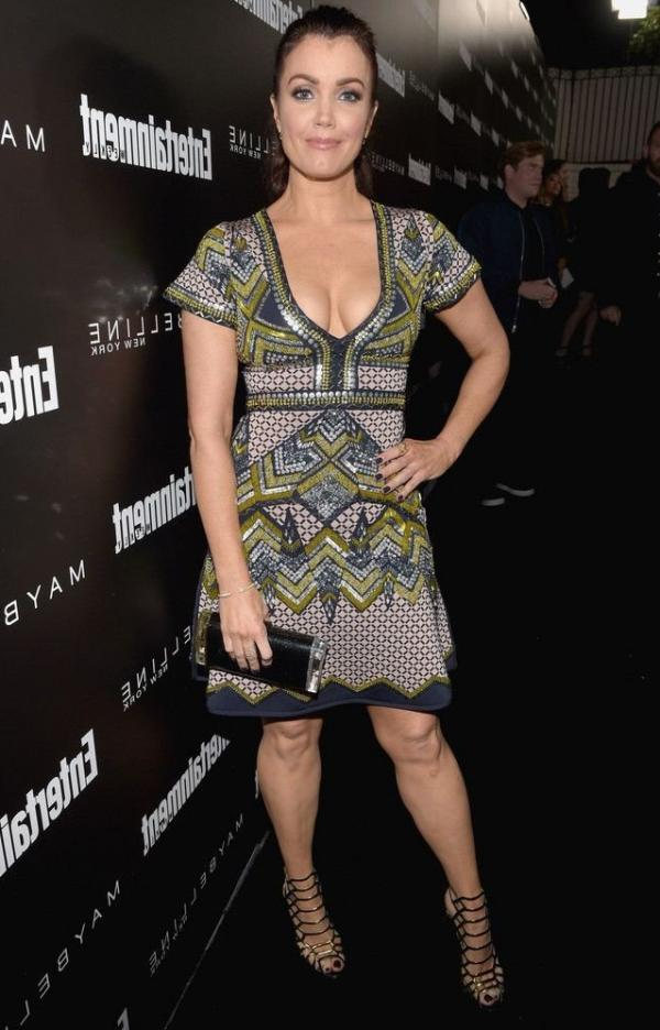 Bellamy Young Sexy photo 12