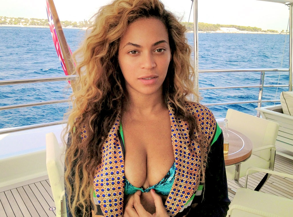 Beyonce Bikini Photos photo 28