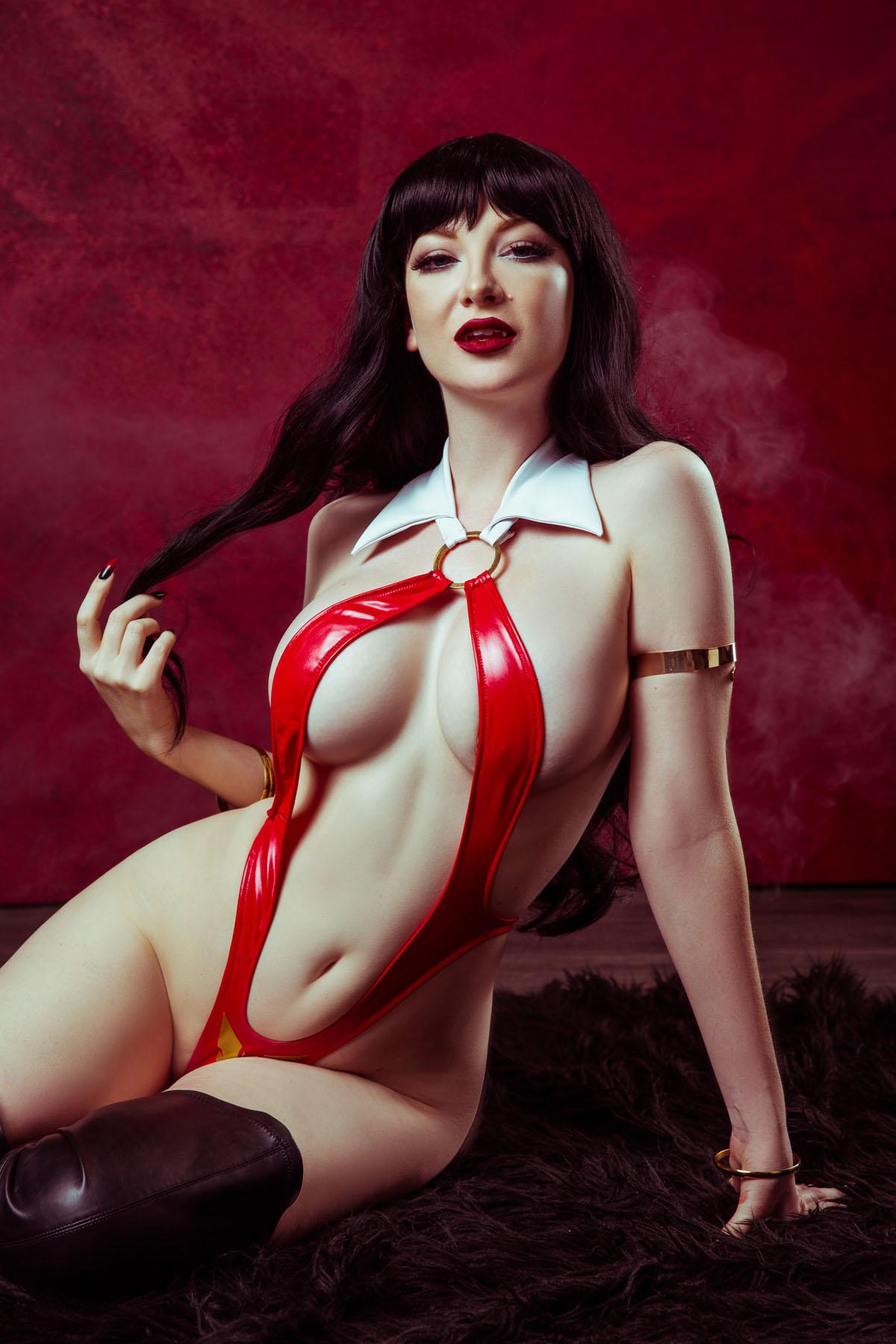Sexy Vampirella Cosplay photo 18