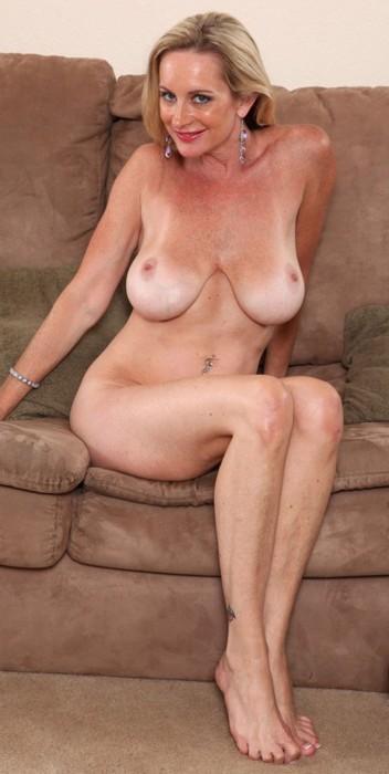 Pretty Blonde Milf photo 30