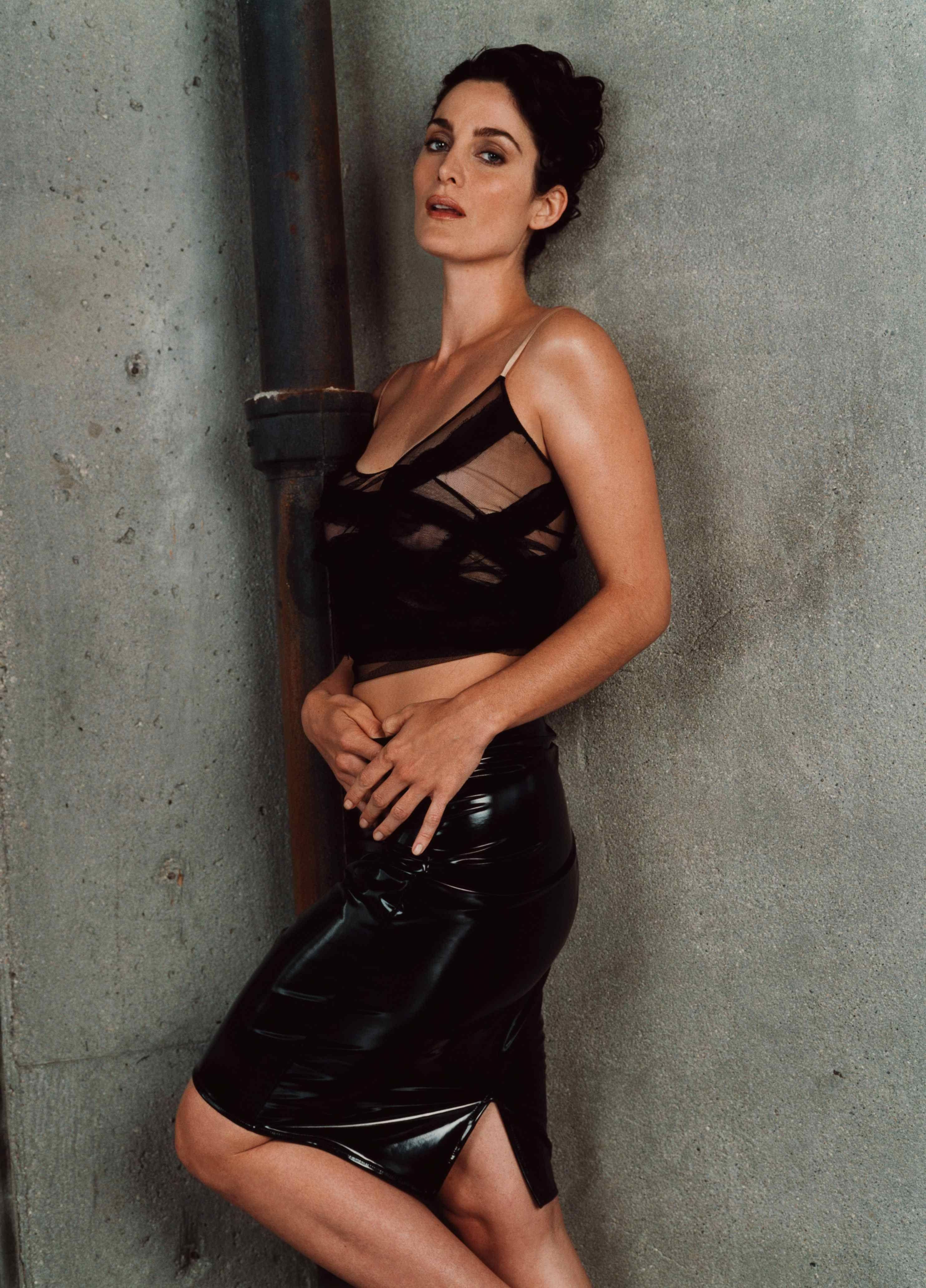 Carrie Anne Moss Sex photo 9