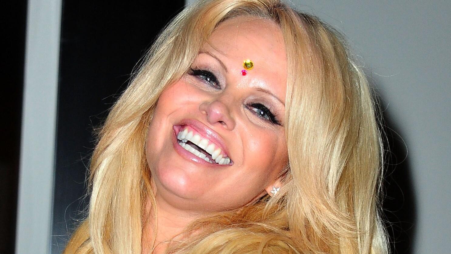 Pamela Anderson Free Video photo 12