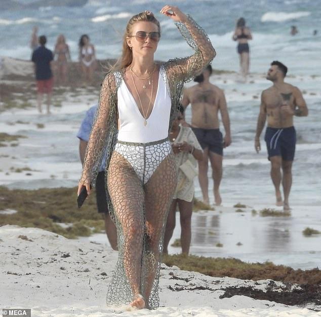 Beach Julianne Hough photo 9