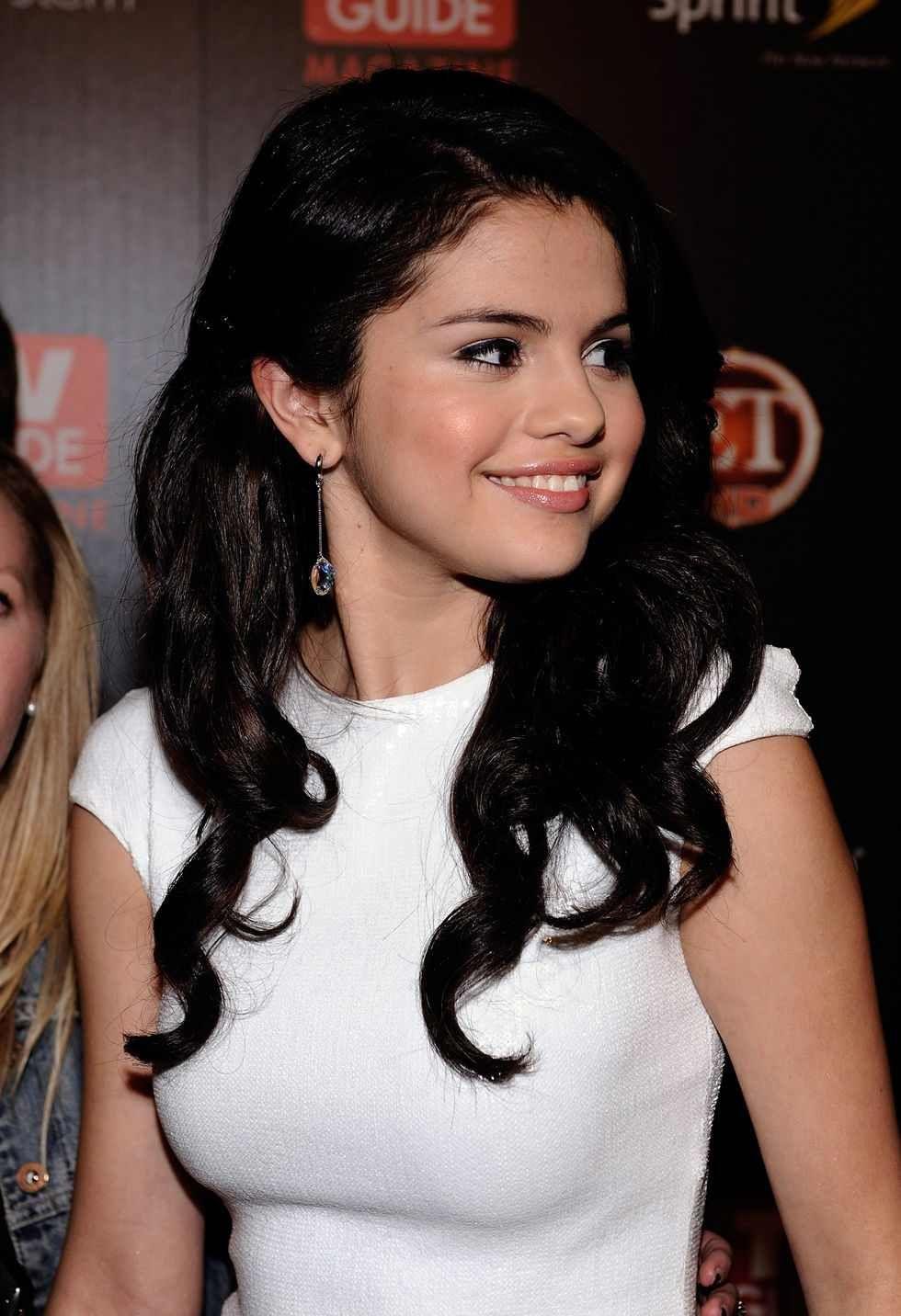 Why Is Selena Gomez So Hot photo 23