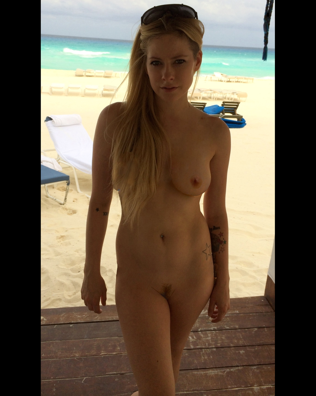 Avril Lavigne Leaked Pics photo 15