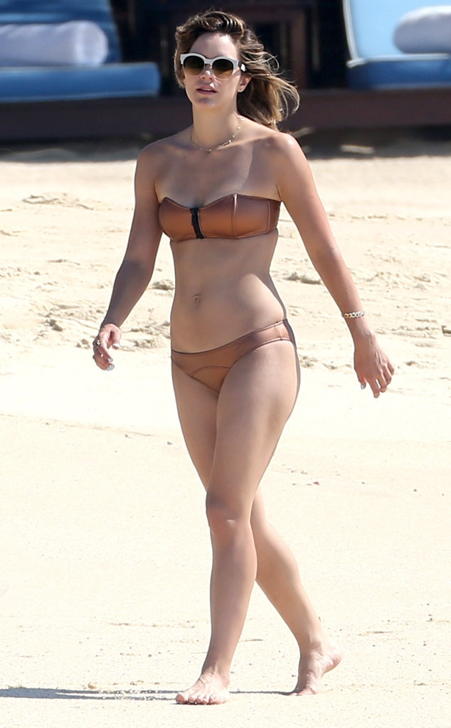 Mary Mccormack Bikini photo 17