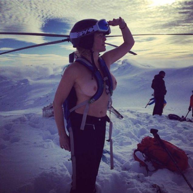 Chelsea Handler Topples photo 3