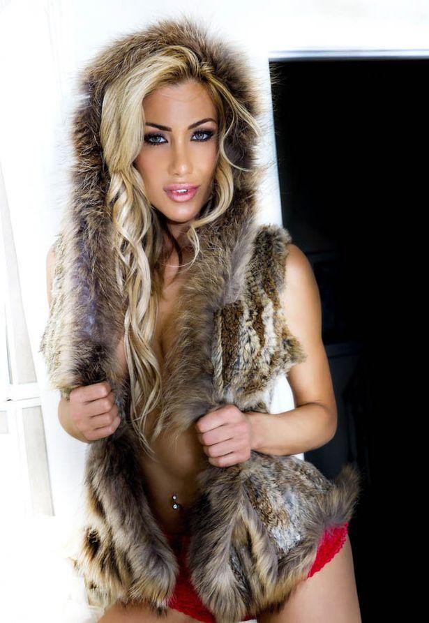 Dalia Elliott Hot photo 14
