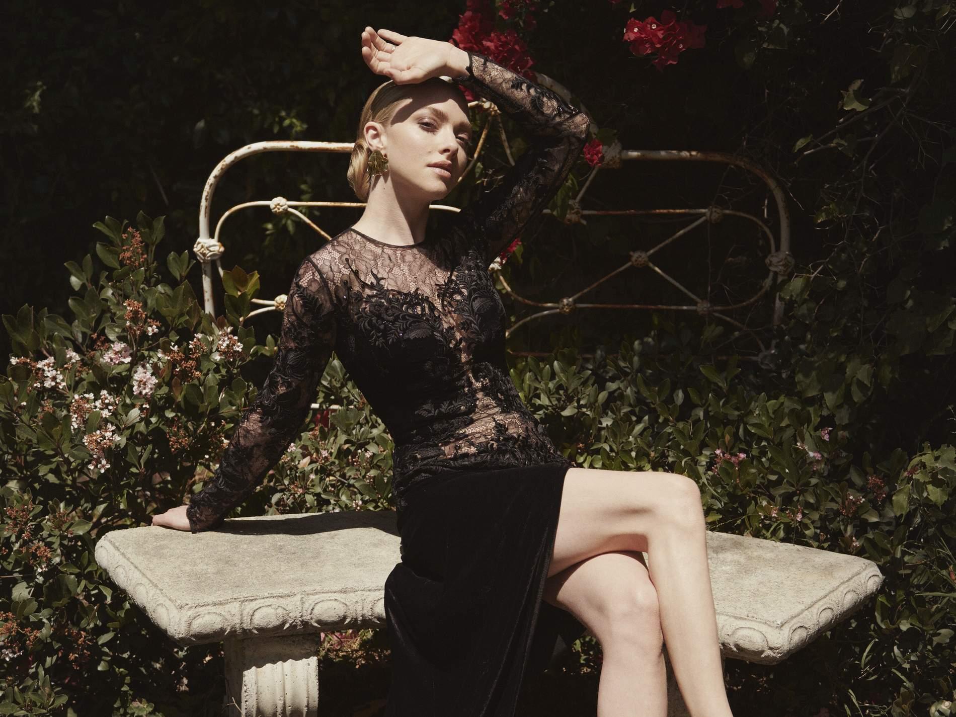 Amanda Seyfried Thong photo 3