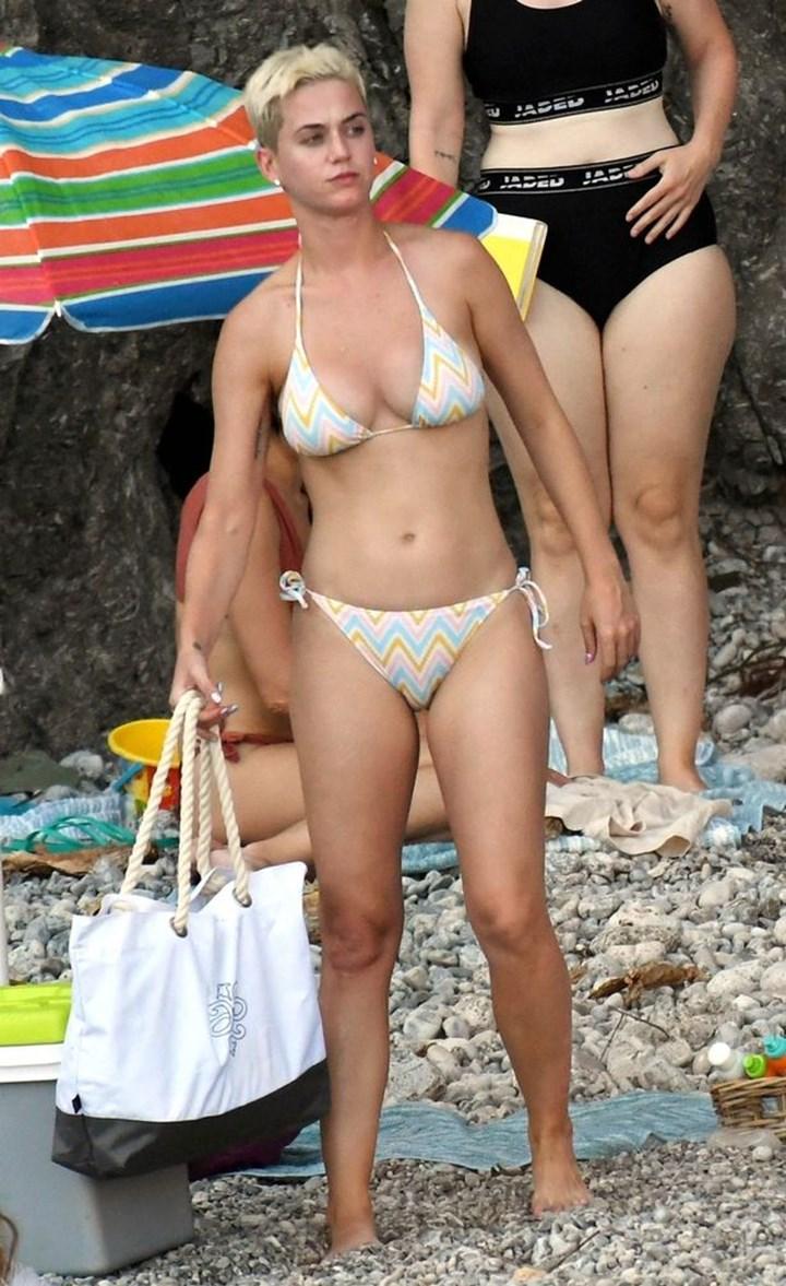 Katy Perry Fully Naked photo 10