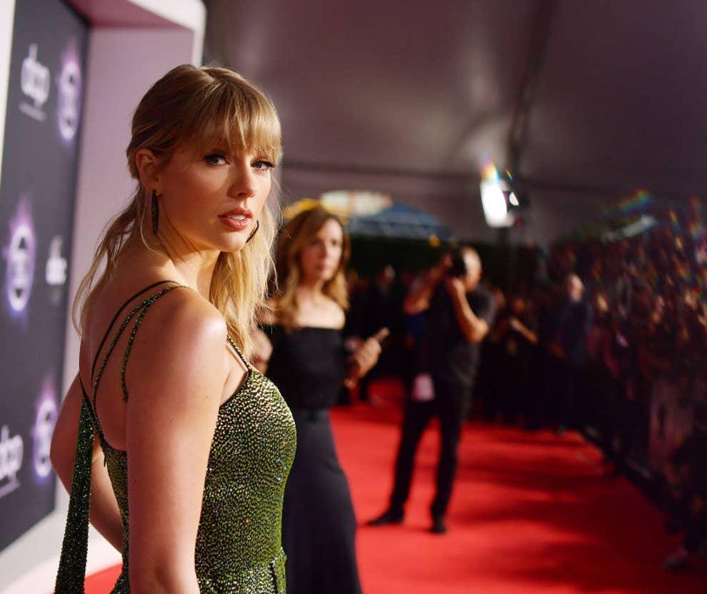 Taylor Swift Thong Pics photo 14