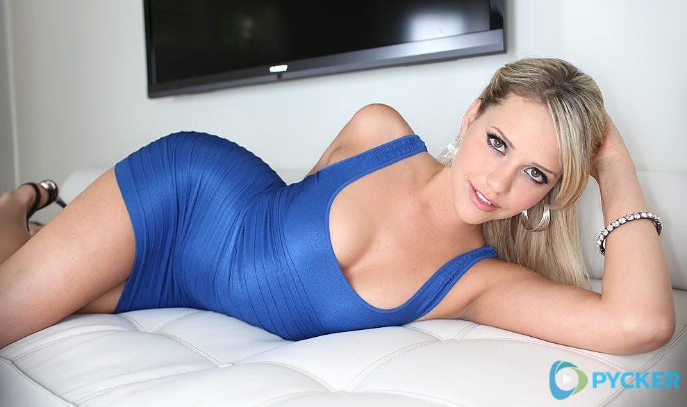 Mia Malkova Hot Pics photo 22
