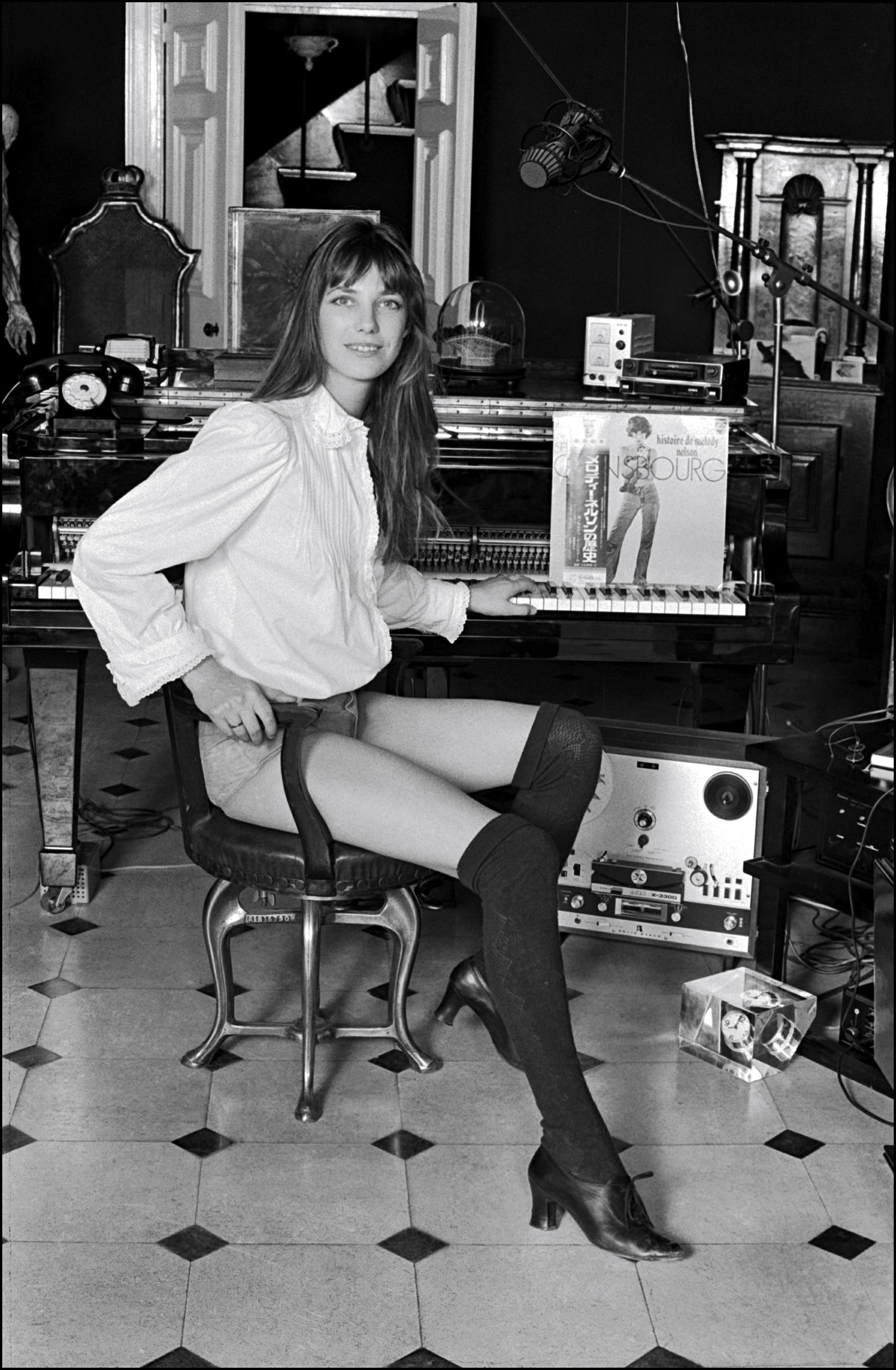 Jane Birkin Hot photo 10