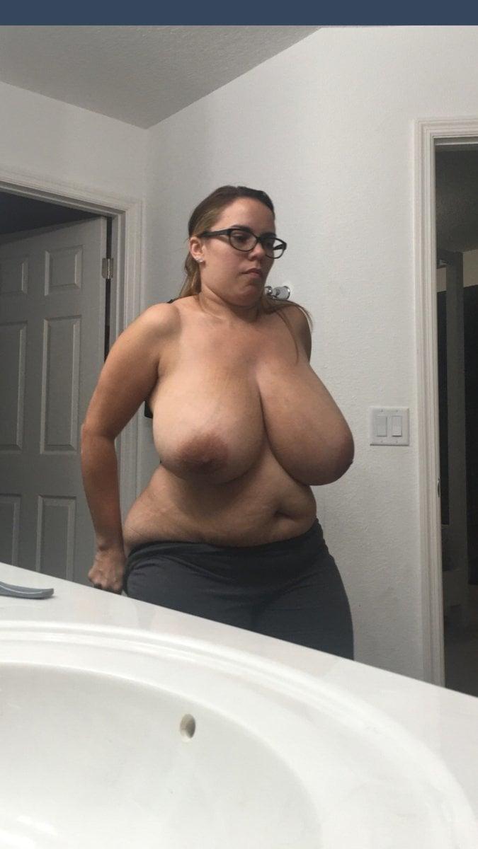 Huge Tits Reddit photo 5