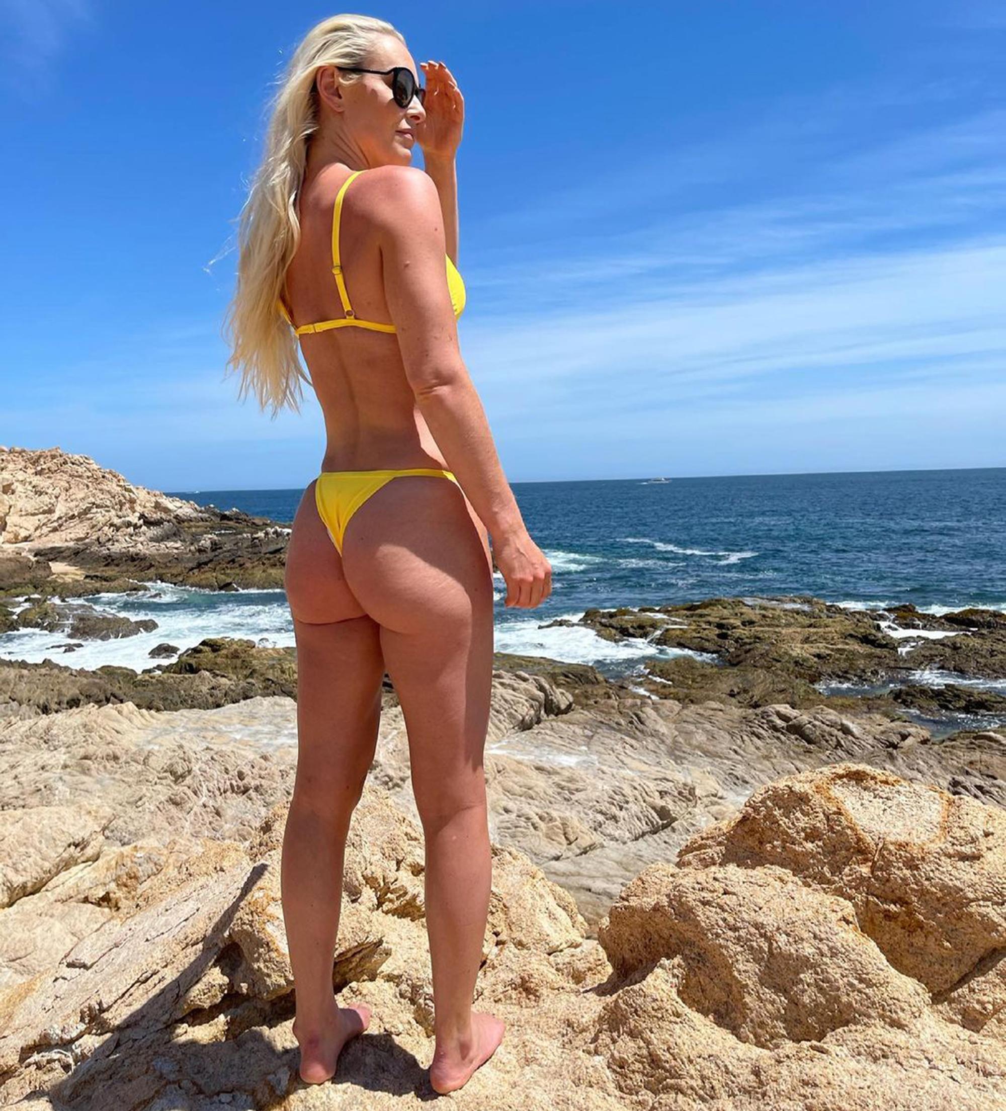 Lindsey Vonn Beach Photo photo 8