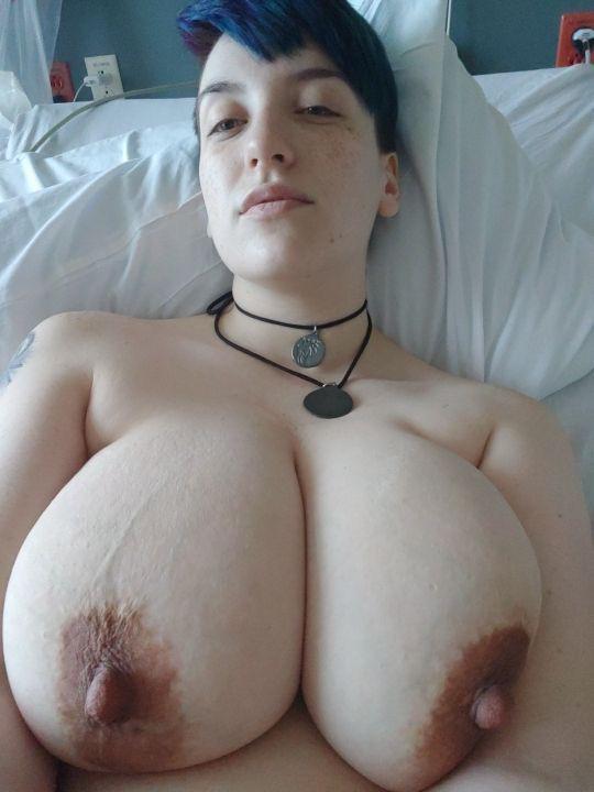 Huge Tits Reddit photo 9