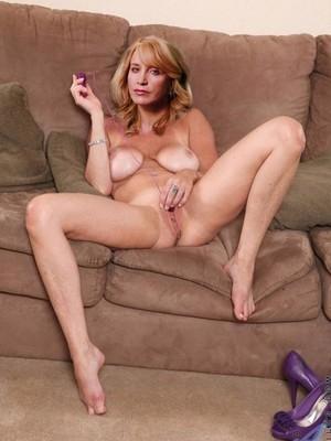 Felicity Huffman Tits photo 15
