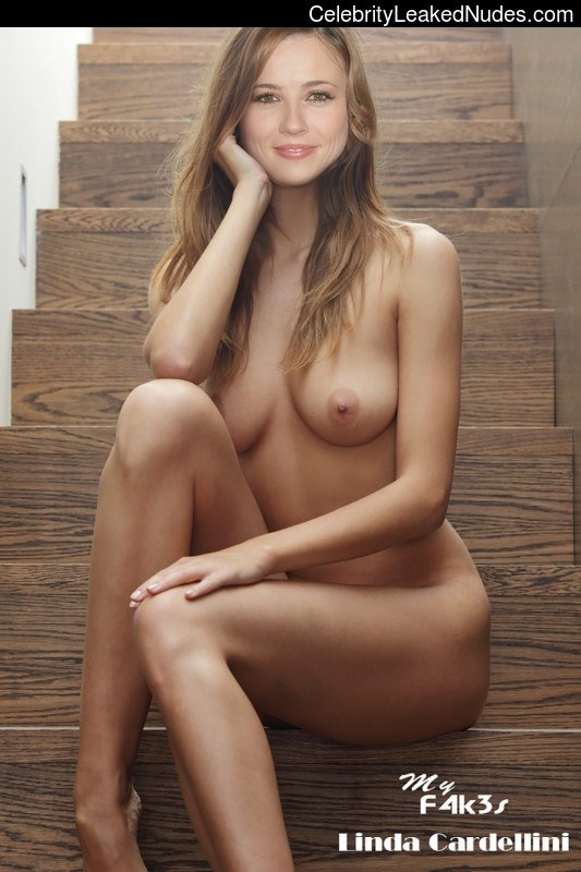 Linda Cardellini Nude photo 4