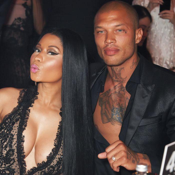 Nicki Minaj Hot Pic photo 13