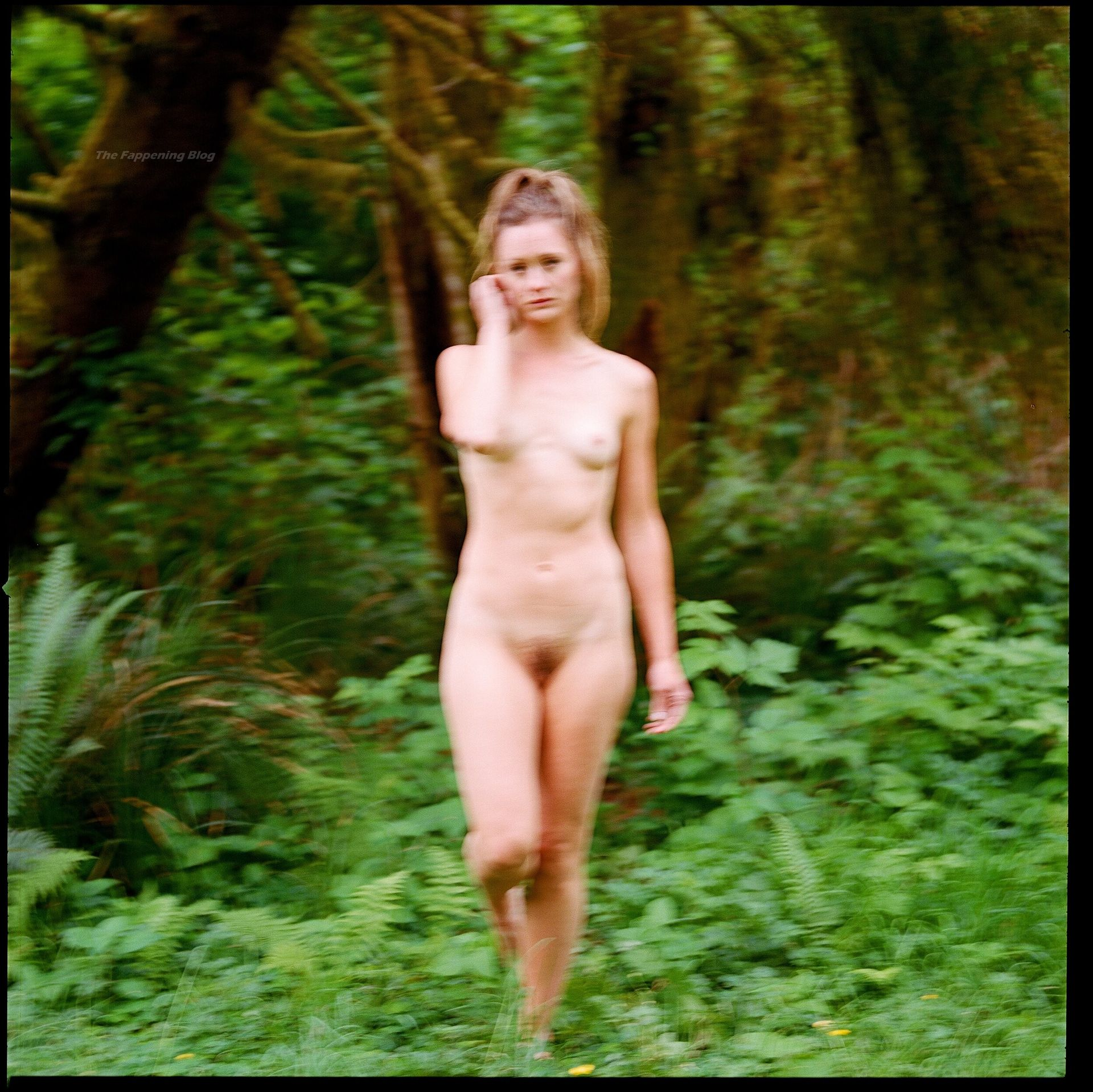 Kerry Bishé Naked photo 11