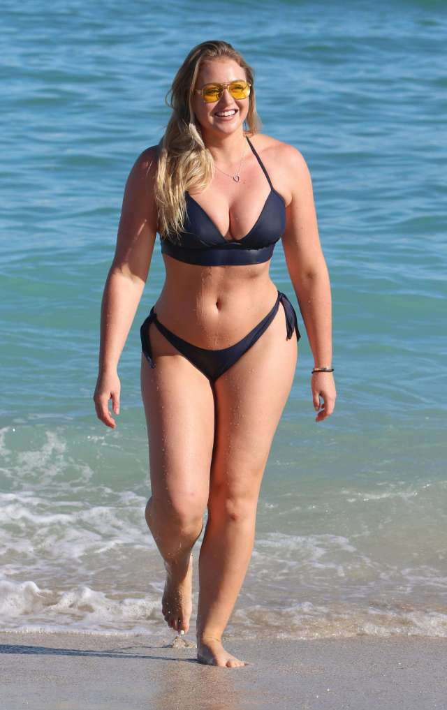 Iskra Lawrence Sexy photo 9