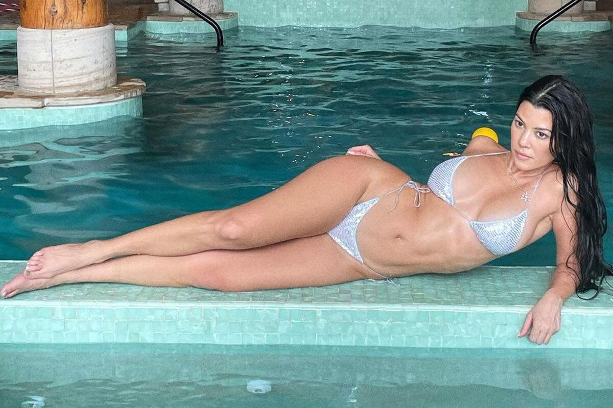 Kourtney Kardashian Bare Ass photo 30