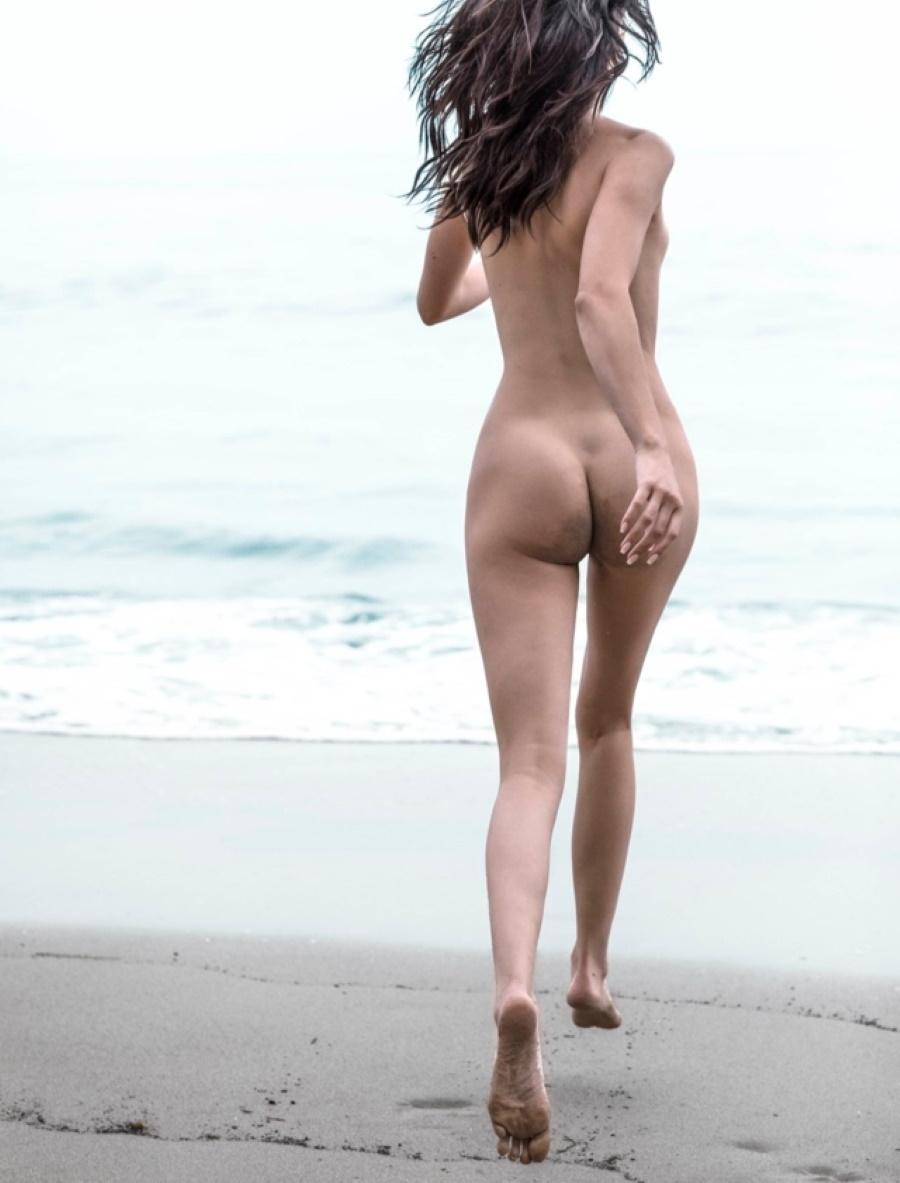 Kendall Jenner Nude Beach Run photo 9