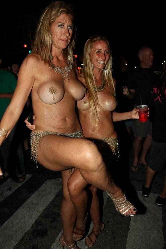 Sexy Topless Milfs photo 21