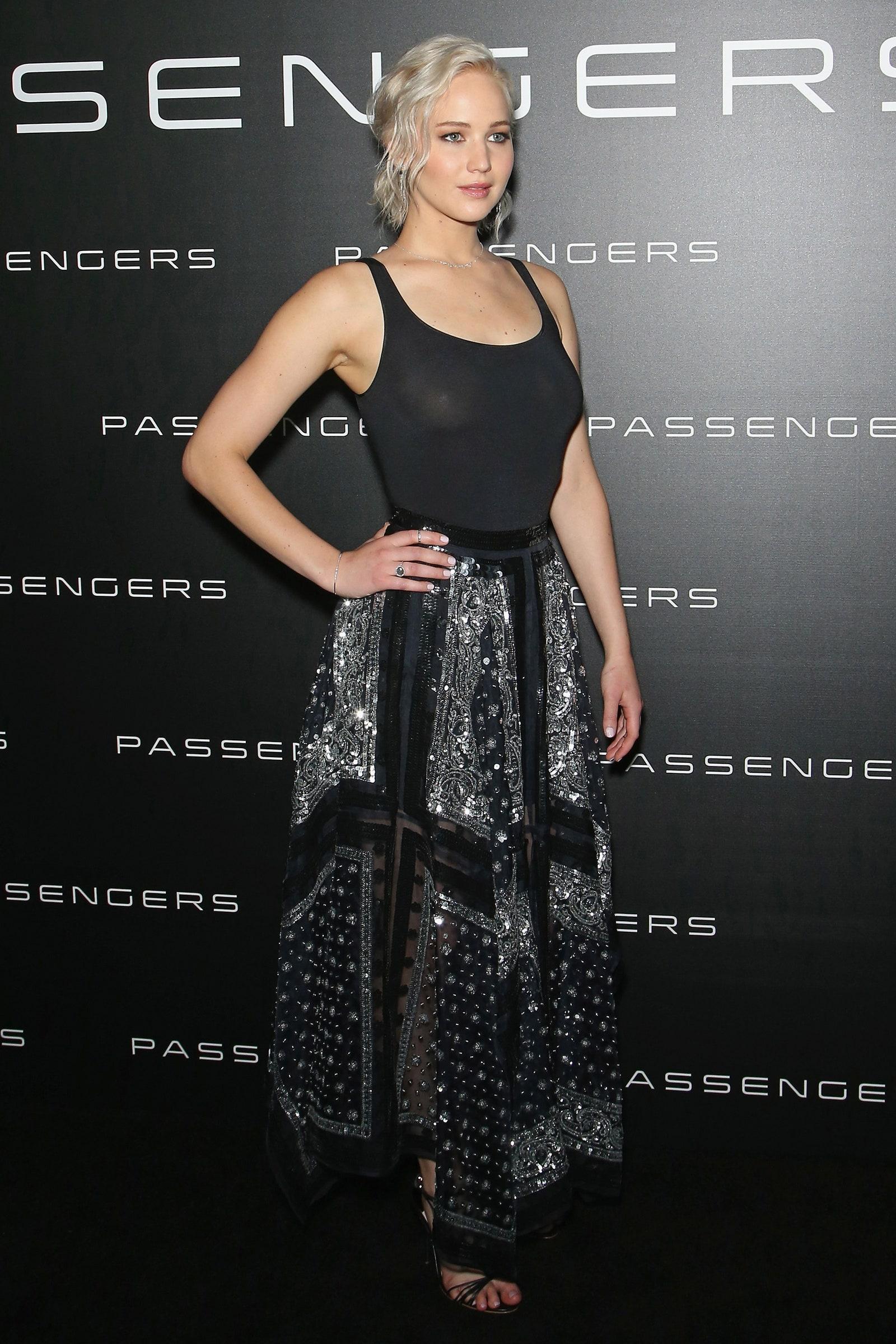 Jennifer Lawrence No Bra photo 6