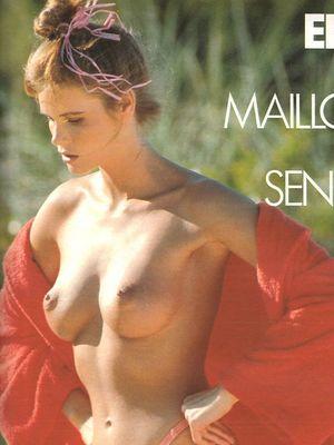 Elle Topless photo 8