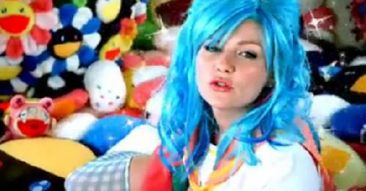 Kirsten Dunst Tape photo 24