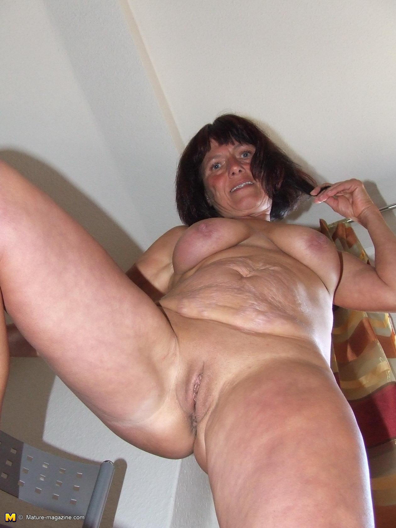 Mama Naked photo 15