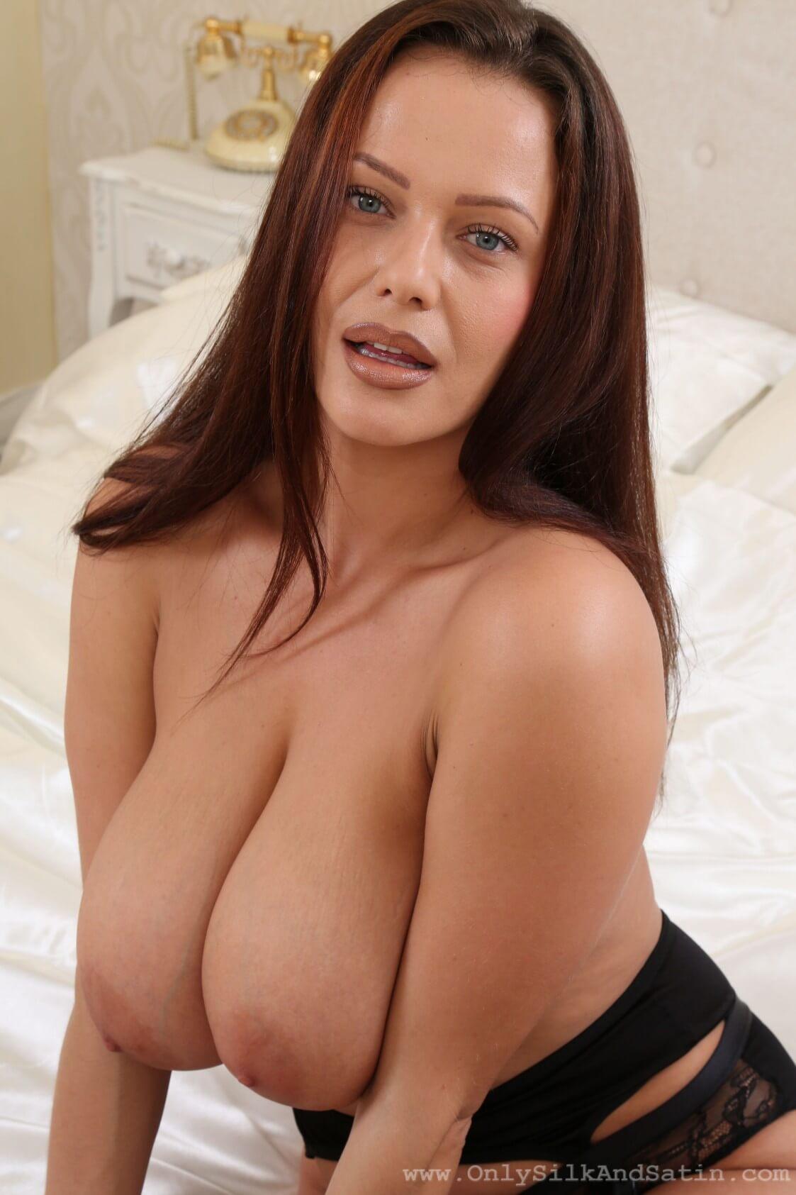 Elle Topless photo 30