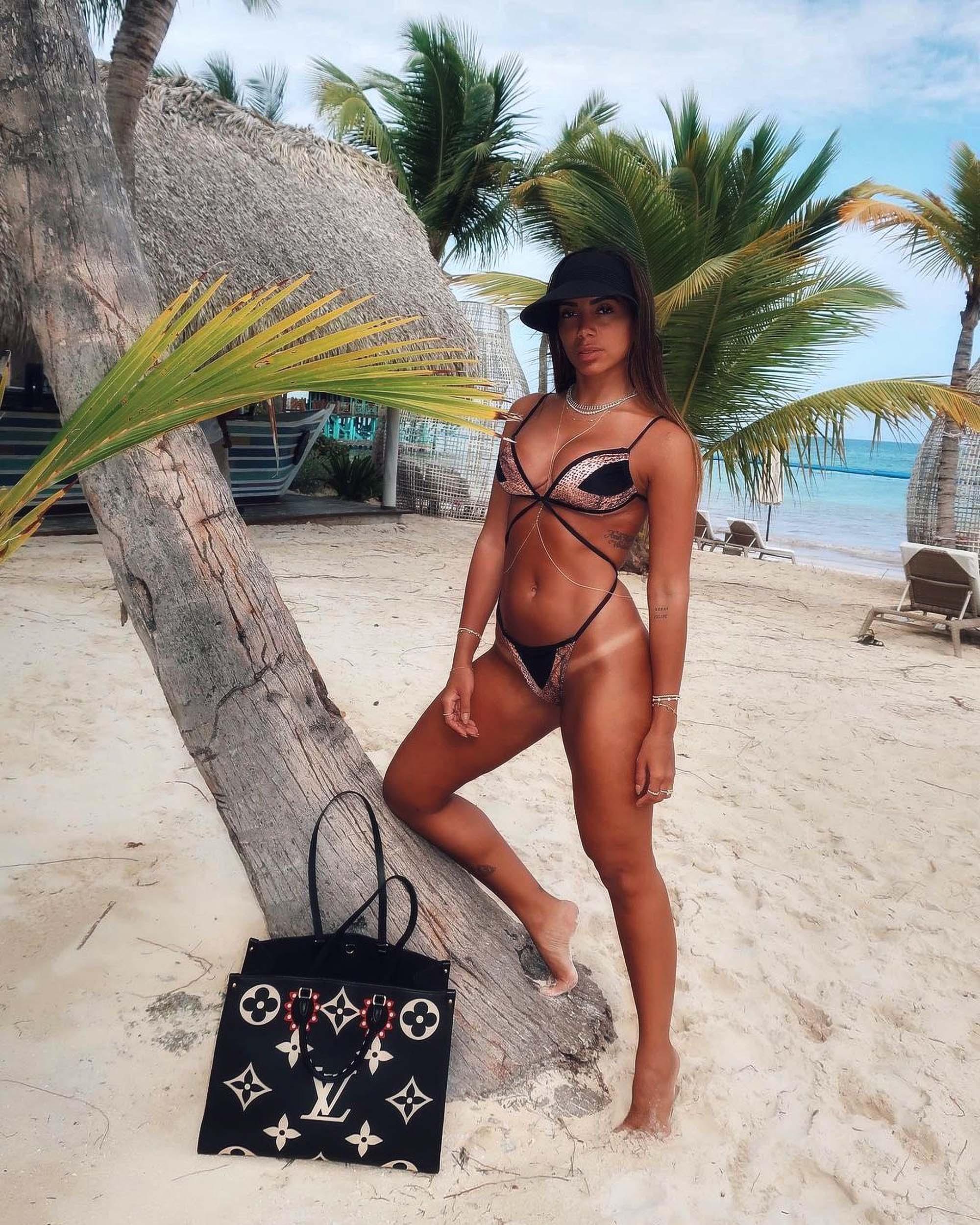 Anitta Bikini photo 13