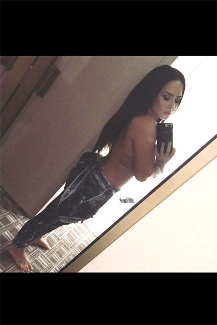Demi Lovato Naked Pictures photo 10