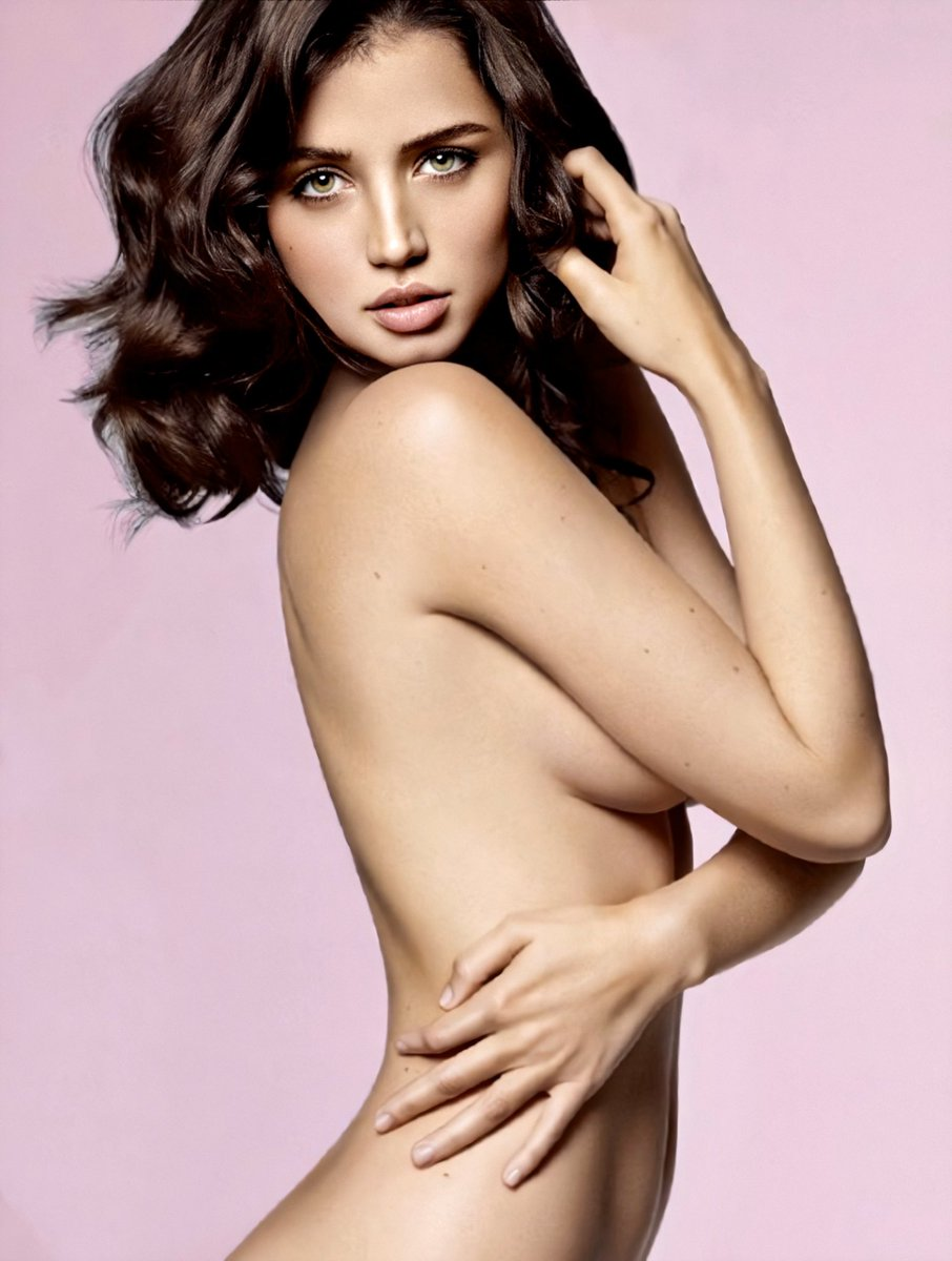 Ana De Armas Hot photo 23