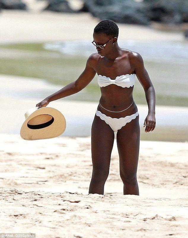 Nicole Parker Bikini photo 10