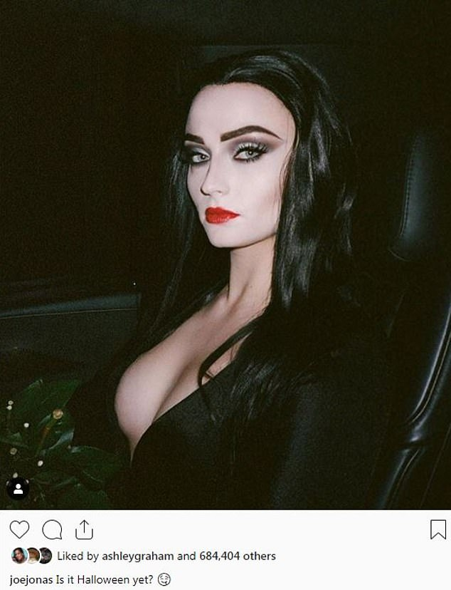 Sofie Turner Sexy photo 28